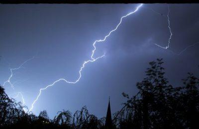 14 turişti, suprinşi de schimbarea bruscă a vremii în Munţii Rodnei; unul e lovit de fulger