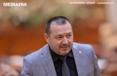 """Deputatul """"Mitralieră"""" a fost amendat pentru că nu a purtat mască de protecţie în benzinarie/Cum a reacţionat"""