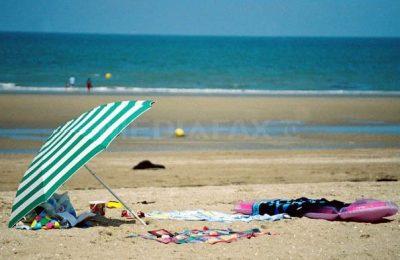 """Mergi la o plajă """"sălbatică"""", dar te trezeşti în aglomeraţie şi în gunoaie. Ce alternative ai?"""