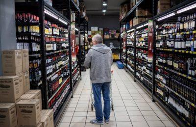 """Cât alcool e """"prea mult"""" şi unde recomandă medicii să punem limita. Consumul băuturilor alcoolice, în creştere în timpul pandemiei"""