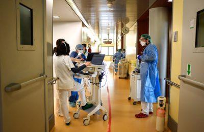 Curtea de Conturi: Nereguli constatate şi în spitale. Cum au variat preţurile măştilor şi sporurile medicilor