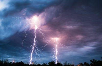 METEO. Avertisment ANM: Cod galben de ploi torenţiale, vijelii şi grindină, în 15 judeţe