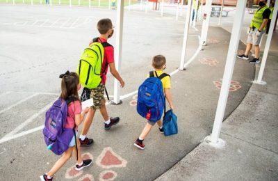 Şcolile din SUA pregătesc redeschiderea. Părinţii pot opta şi pentru şcoala online