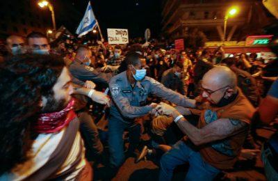 Israelienii cer demisia lui Netanyahu. Mii de protestatari s-au adunat în faţa casei sale