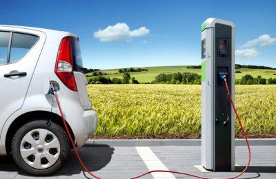"""Maşinile electrice se vând pe bandă rulantă. """"Sunt peste 2.200 de rezervări de autoturisme electrice şi hibride """""""