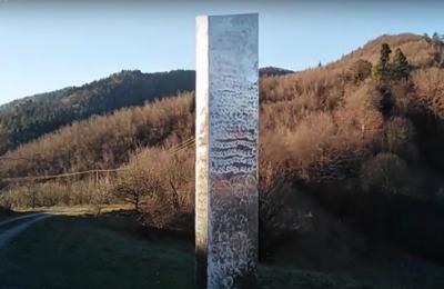 VIDEO Misterul monolitului metalic ajunge în România. Un obiect asemănător celui dispărut recent din Utah a fost descoperit în Piatra Neamţ