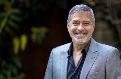 George Clooney vorbeşte despre activităţile sale din carantină. Actorul şi soţia sa îşi trimit încă scrisori de dragoste