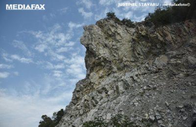 Un cuplu a murit în Italia căzând de pe o stâncă, în faţa fiicei lor de 5 ani