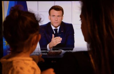 Franţa intră în carantină. Anunţul făcut de Emmanuel Macron: şcolile se închid, circulaţia va fi restricţionată