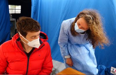 Turism de vaccinare, pe ruta Germania-România. Sătul să-şi aştepte rândul în ţara sa, un tânăr a ales să vină la Timişoara