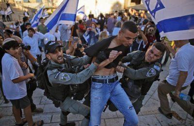 FOTO VIDEO Noi ciocniri violente între poliţie şi manifestanţi în Ierusalim. Cel puţin 20 de incendii au fost provocate